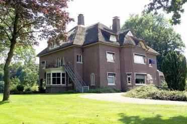 Alan MacMillan en villa Amelink